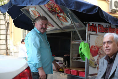 Ömer usta at his stand in Feriköy, photo by Paul Osterlund
