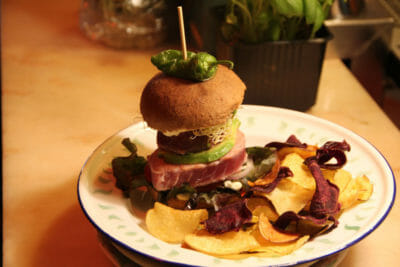 Estrela da Bica's tuna burger, photo by Francesca Savoldi