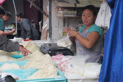 Fresh noodles at a wet market, photo by UnTour Shanghai